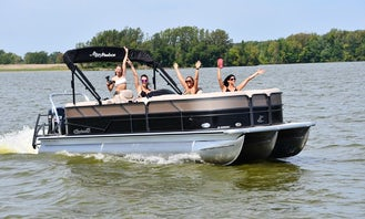 **2020 Top Award Best of Get My Boat**  also awarded **2021 Super Owner** - 2020 Bennington Tritoon Pontoon 26' Foot Party Barge - Great for Parties or Family Days on Canyon Lake (FUEL INCLUDED)