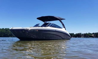 Magnificent Yamaha 242 Limited S E-Series on Lake Norman