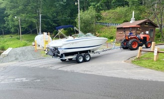 Bowrider Boat Rental in Lakeville, Pennsylvania