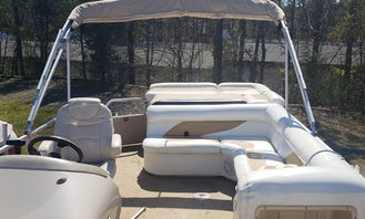 24' Weeres Tritoon Boat for Rent on Lake Wylie