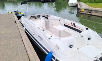 Donzi Z23 Sport Powerboat for Charter in Toronto