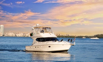 41' Luxury Yacht Rental for 13 People
