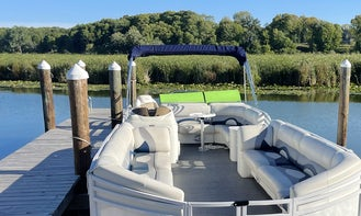 Fall Colors Special- 2 hr minimum w/ reduced rate! Spacious & Smooth 30 ft JCTritoon on Lake Minnetonka