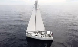 37' Luxury Sailboat with Captain