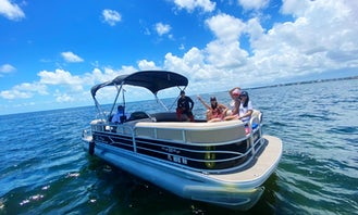 Suntracker party barge DLX 22ft Pontoon Boat in Miami