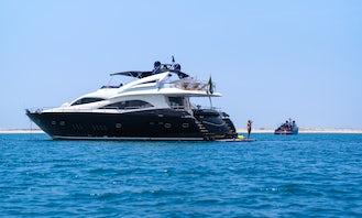 Luxury Sunseeker 90 FT Yacht in Dubai, United Arab Emirates