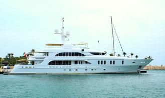 Luxury 164  Yacht in Dubai, United Arab Emirates