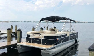 26' Sweetwater Pontoon Party Barge with Bar and Sink! Free Delivery in SWFL!