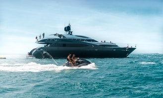 Luxury Rodriguez 124 Ft Yacht in Dubai, United Arab Emirates