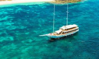Venides Private Sailboat for Komodo Island Tour