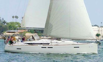 Beautiful 44' Jeanneau 44' Monohull Sailing Yacht In Long Beach