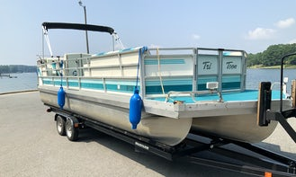 Spacious JC Tritoon for rent on Lake Norman