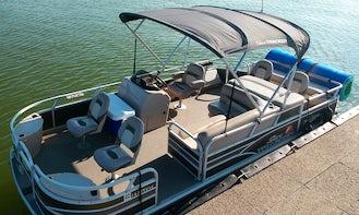 Lake Ray Hubbard Sun Tracker Pontoon Rental. Let's go boating today!