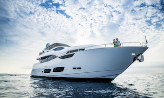 SEDUCTIVE LUXURY 95 ft Mega Yacht in Cancun up to 15* guests min 8 hours rental