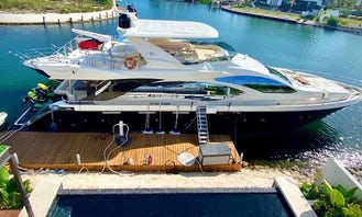 Azimut 84' with Jacuzzi 2020 from Tulum-Cancún