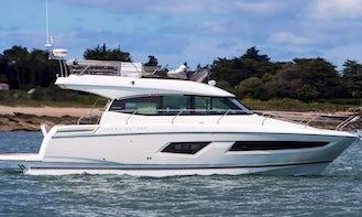 42' Luxury Yacht Prestige Flybridge Cabin Cruiser for Charter