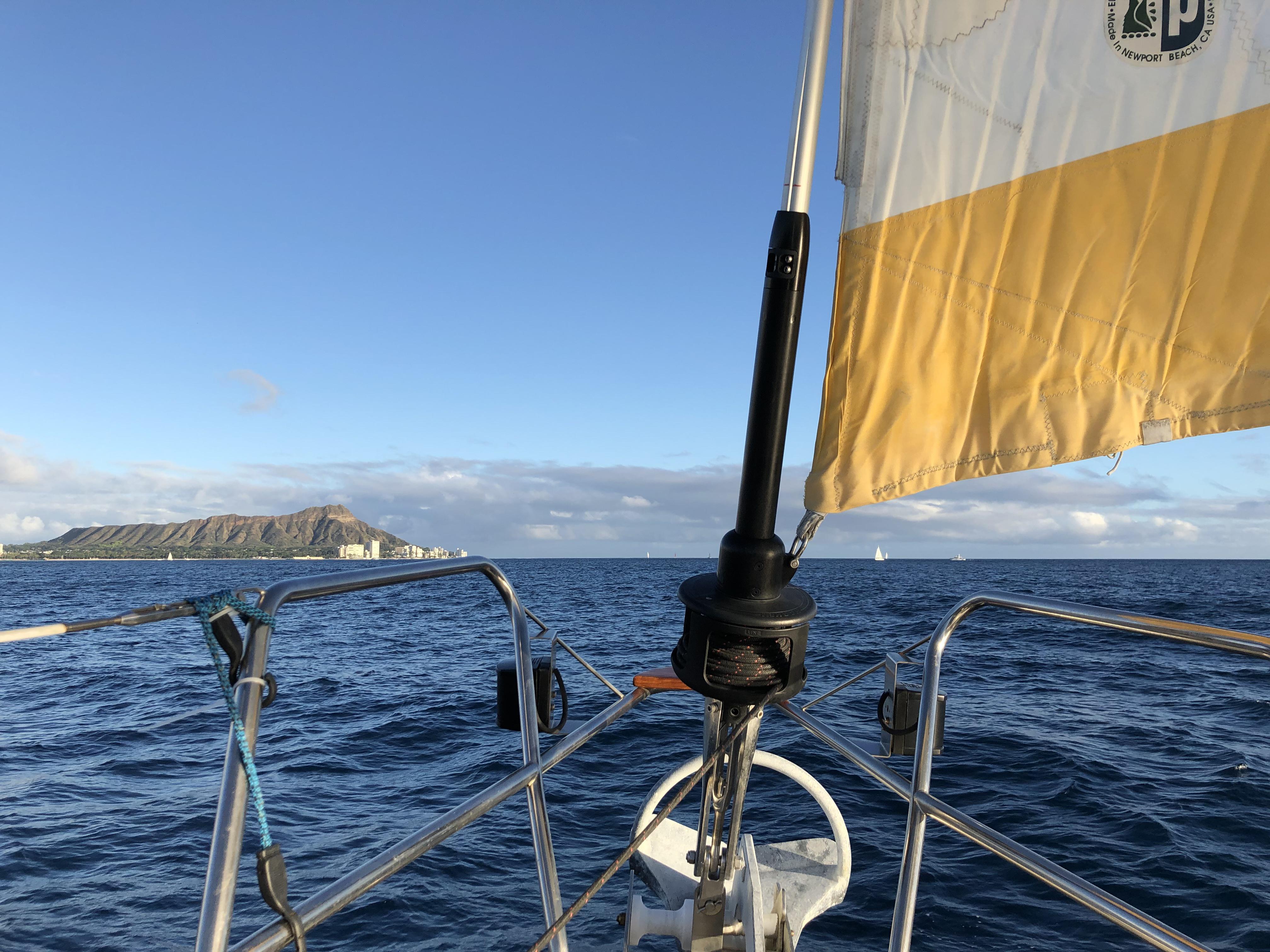 43' Jeanneau Cruising Monohull Charter in Honolulu | GetMyBoat